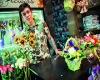 Мужчина в цветочной лавке